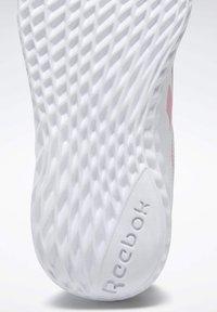 Reebok - REEBOK RUSH RUNNER 3 SHOES - Minimalist running shoes - white - 9