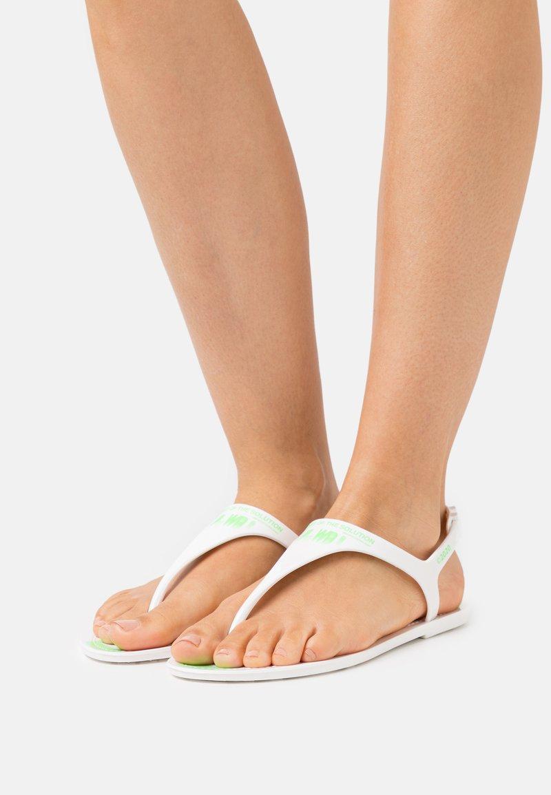 F_WD - Sandály s odděleným palcem - white
