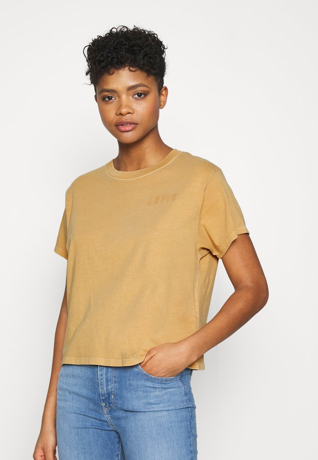 GRAPHIC VARSITY TEE - Print T-shirt - serif outline garment dye iced coffee