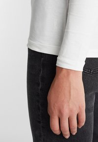 Esprit - CORE - Long sleeved top - off white - 4
