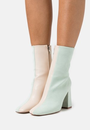 VANEZA - Bottines - mint /nude