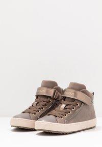 Geox - KALISPERA GIRL - Zapatillas altas - dark beige - 3