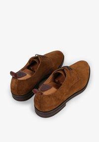 Scalpers - Sznurowane obuwie sportowe - brown - 2