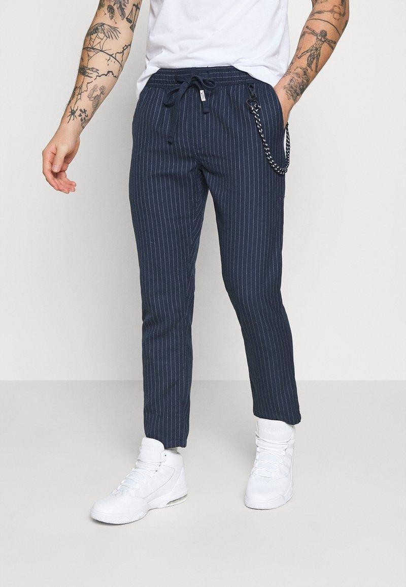 Tommy Jeans - SCANTON PINSTRIPE TRACK PANT - Pantalon classique - twilight navy