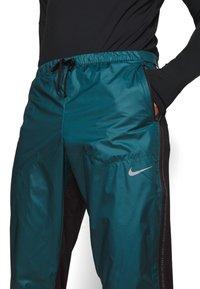 Nike Performance - SHIELD - Pantaloni sportivi - dark teal green/black/silver - 4