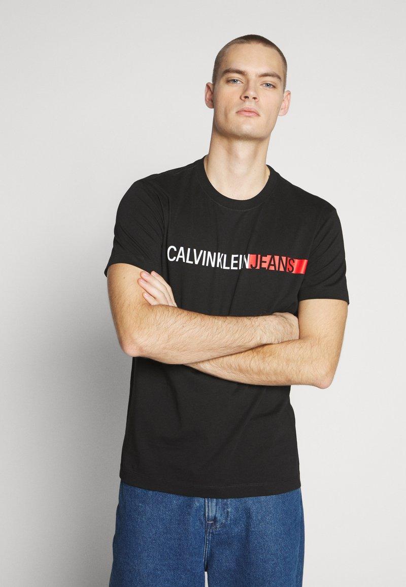 Calvin Klein Jeans - STRIPE INSTITUTIONAL LOGO TEE - Printtipaita - black