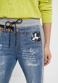 Desigual - ROMA - Jeans Tapered Fit - blue - 3