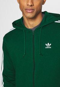 adidas Originals - STRIPES UNISEX - Mikina na zip - dark green - 5