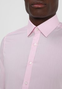 OLYMP Level Five - OLYMP LEVEL 5 BODY FIT - Formal shirt - pink - 5