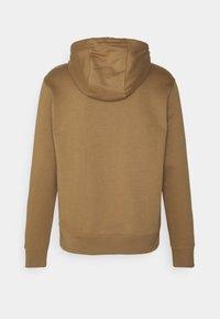 Nike Sportswear - CLUB HOODIE - Hættetrøjer - driftwood/white - 1