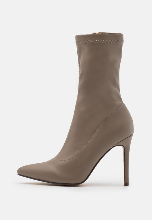 LUTHER - High heeled boots - nude