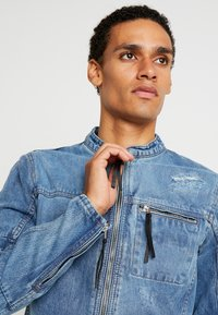 Be Edgy - BETRAVER - Giacca di jeans - indigo mid - 3