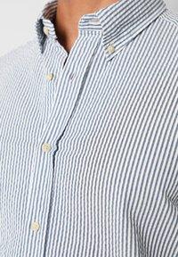 Scalpers - SCALPERS TEXTURED STRIPED SHIRT - Shirt - blue stripes - 4