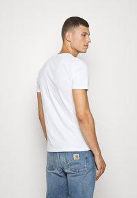Superdry - HALFTONE EMBOSS TEE - Print T-shirt - optic - 2