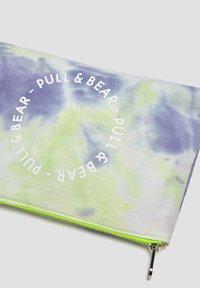 PULL&BEAR - Kosmetická taška - multi coloured - 4