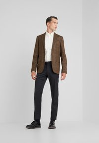 Tiger of Sweden - FILBRODIE SLIM FIT - Chemise classique - old lace - 1