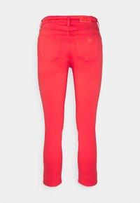Armani Exchange - Pantalones - sangria - 1
