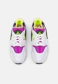 Nike Sportswear - HUARACHE - Sneakers - white/red plum/light lemon twist/black - 3