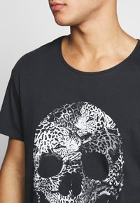 Jack & Jones - JORLEOSKULL TEE - T-shirt print - black - 4