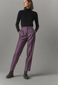 Massimo Dutti - AUS REINER WOLLE  - Chino - dark purple - 0