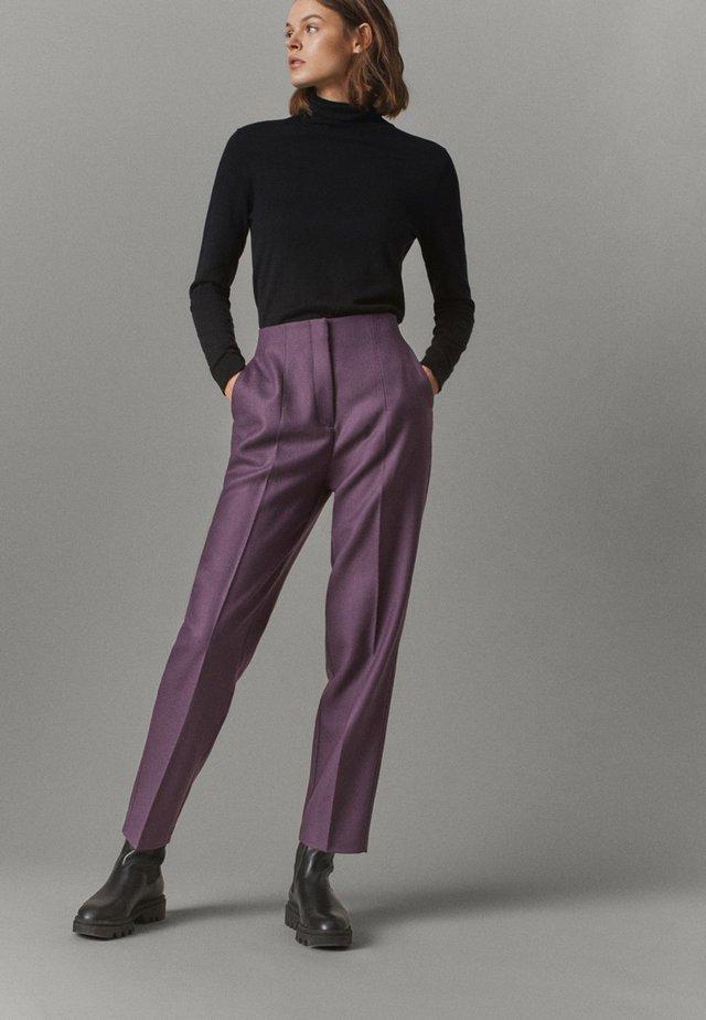 AUS REINER WOLLE  - Chinos - dark purple