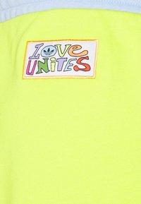 adidas Originals - LOVE UNITES UNISEX  - Short - multicolour - 9