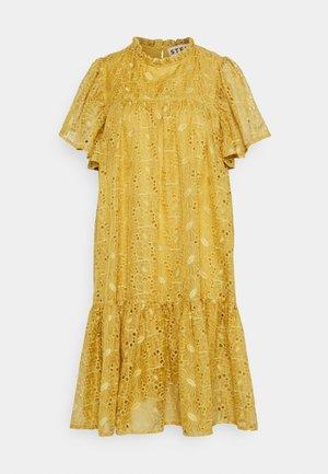 Day dress - extra sandy yellow