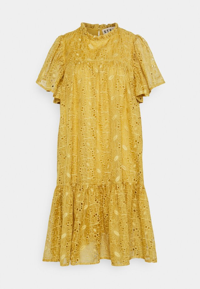 Day dress - extra sandy yellow
