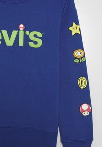 Levi's® - LEVIS MARIO ICONS CREWNECK - Mikina - game royal - 2