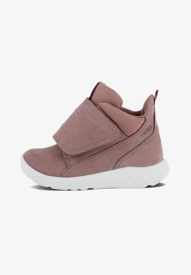 Sneakers high - woodrose