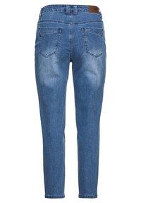 Sheego - Jeans baggy - blue denim - 5