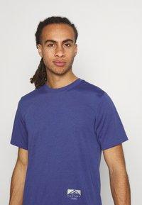 Nike Performance - TEE TRAIL - Camiseta estampada - dark purple dust - 3