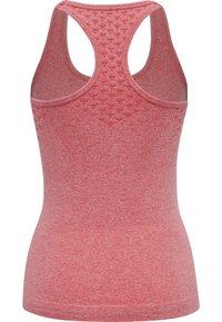 Hummel - SEAMLESS - Sports shirt - sugar coral melange - 4