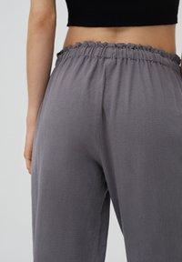 PULL&BEAR - Tracksuit bottoms - mottled light grey - 4