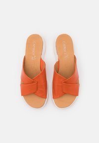 Caprice - SLIDES - Mules - orange - 5