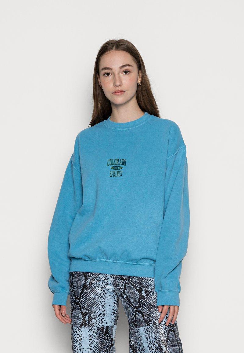 BDG Urban Outfitters - COLORADO SPRINGS CREWNECK - Sweatshirt - blue