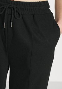 Even&Odd - Ribbed straight leg joggers - Joggebukse - black - 4