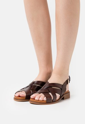 SCARLETT - Sandaalit nilkkaremmillä - brown
