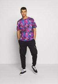 Urban Threads - Pantalones deportivos - black - 1