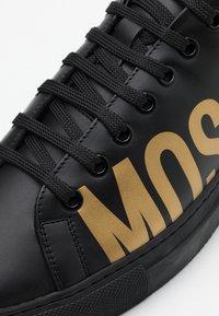 MOSCHINO - SERENA - Sneaker low - nero/oro - 5