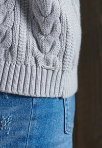 Superdry - DROPPED SHOULDER CABLE CREW NECK - Neule - light dove grey - 3