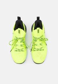Under Armour - PROJECT ROCK 3 - Zapatillas de entrenamiento - high-vis yellow - 3