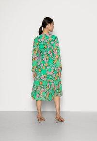 Cras - HUDSONCRAS DRESS - Sukienka letnia - island flower - 2