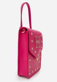 Versace Jeans Couture - STUDS REVOLUTION CROSSBODY - Kabelka - fuxia - 4