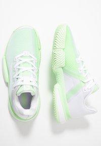 adidas Performance - SOLEMATCH BOUNCE - Zapatillas de tenis para todas las superficies - footwear white/glow green - 1