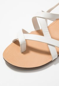 Vagabond - TIA - T-bar sandals - white - 2