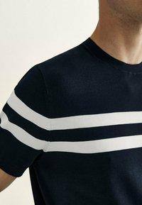 Massimo Dutti - Print T-shirt - blue - 2