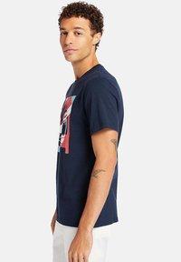 Timberland - Print T-shirt - dark sapphire - 2