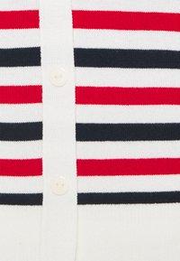 Vero Moda - VMLACOLE 3/4 BUTTON BACK  - Jumper - snow white/navy blazer/goji - 2
