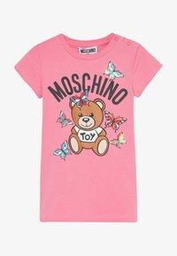 MOSCHINO - MAXI - Print T-shirt - dark pink - 2